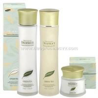 Eco-friendly green-tea based natural cosmetics