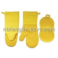 Oven Mitts with Silicone Stripe