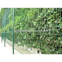 Welded Curved Fence/Triangular Bending Wire Mesh Fence/Security Partition Fence
