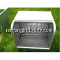 Horse Feeder With Lid
