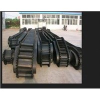 Corrugated sidewall conveyor belt to transport the crushed stone