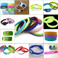 Silicone wristband with metal buckle