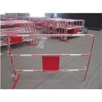 Temporary crowd control barrier