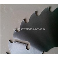saw blade with wiper slot