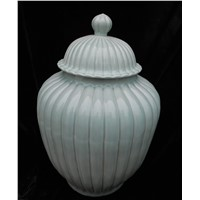 WRYMA03 Cladon ceramic jar with lid