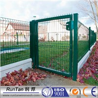 green welded wire mesh garden fence