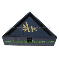 Lacquer triangular box with 6 coasters