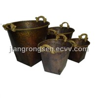 Round tin bucket w/rope handle