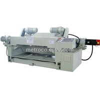 spindleless peeling lathe with servo motor system