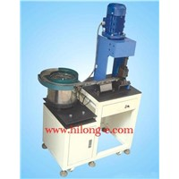Automatic plug terminal crimping machine