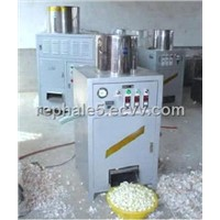 Garlic peeling machine (dry way, use wind)