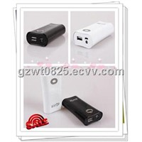 2 Colors with Torch Function 5600mAh Portable Mobile Phone Charger for iPhone, iPad