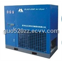 Refrigerated air dryer with high inlet air temperature