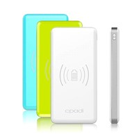 8,000mAh real capacity power bank with both wireless charge and USB charge