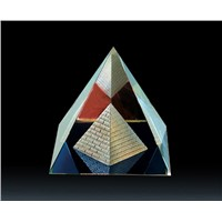 glass crystal pyramid paperweigt