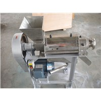 Screw type fruit juice extractor machne