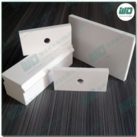 Alumina ceramic brick and refractory material