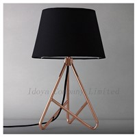 Modern Elegant Decoration Table Lamp Desk Lamp Metal Cloth Shade
